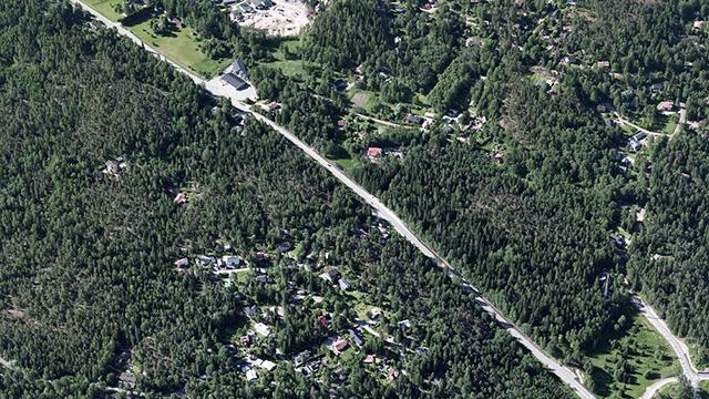 Pientaloalueita ja metsää